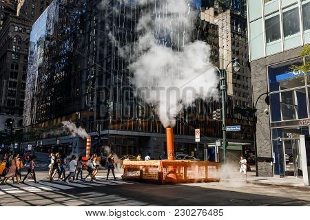 New York, Usa - Sep 23, 2017: Manhattan Street Scene. Cloud Of Vapor From The Subway On The Streets