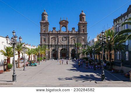 Santa Ana Catedral, Plaza Santa Ana, Vegueta Old Town in Las Palmas.