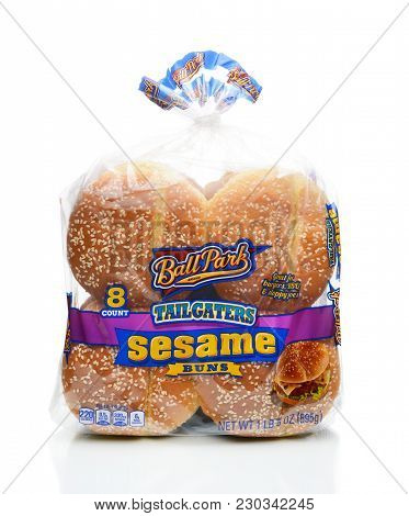 Irvine, California - January 4, 2018: Ball Park Tailgaters Sesame Buns. Partners With Ball Park Bran