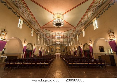 Santa Clara, California - March 9, 2018: Interior Of Church Of Mission Santa Clara De Asis