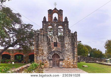 San Antonio, Usa, 2017.11.09.: The Church Of The Mission Espada At San Antonio In The Usa.