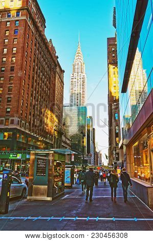 New York, Usa - April 26, 2015: East 42nd Street And Madison Avenue With A View To Chrysler Building