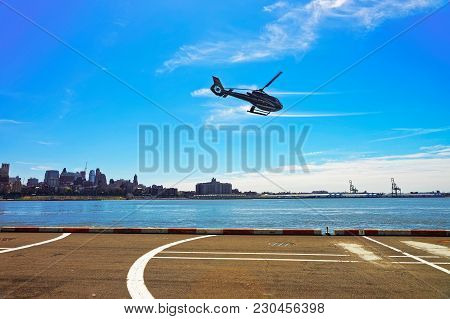 New York, Usa - April 25, 2015: Black Helicopter Taking Off From Helipad In Lower Manhattan In New Y