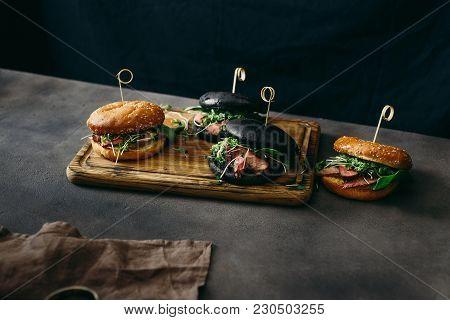 Set Burger Beef Medium Rare, Spinach, Green Sauce Micro Greens