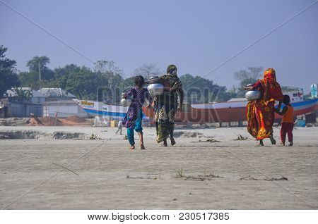 Dhaka, Bangladesh, 11 March 2018: A View Of Some Women And Children Is Going Back Home After Taking