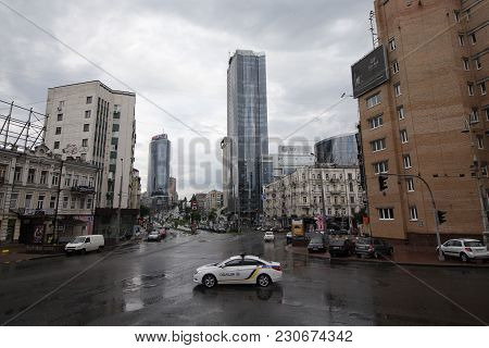 Kiev, Ukraine - May 28, 2016: Police Car At The Intersection Of Streets In Rainy Weather