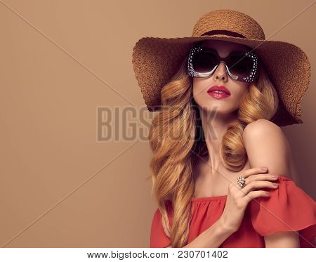 Sensual Beautiful Woman In Vintage Trendy Sunglasses. Fashionable Wavy Hairstyle, Glamour Blond Lady