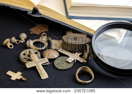Magnifier And Antiquities, Coins And Personal Items