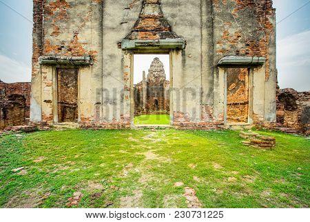 Wat Phra Si Rattana Mahathat In Lopburi Thailand