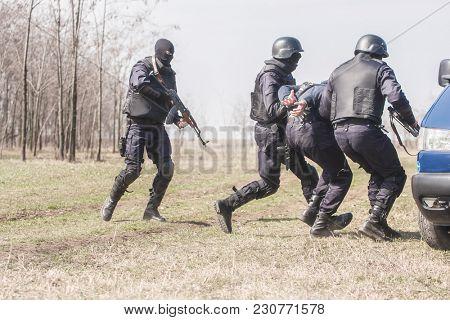Militars train against terrorism
