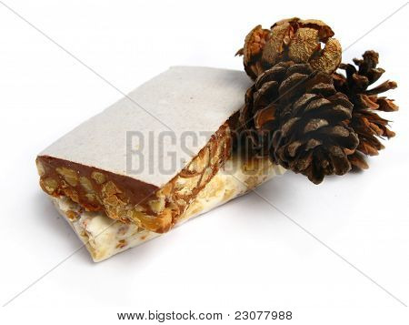Nougat with pine cones