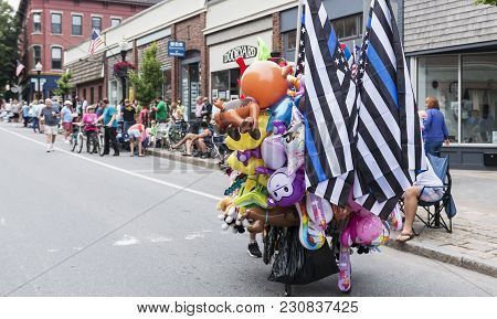 Rockland, Maine, Usa - 5 August 2018: People Start To Line The Streets Of Rockland Maine And Vendors