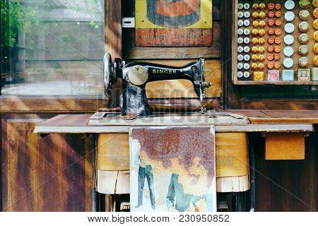 Bangkok, Thailand - 29 November 2017: Antique Sewing Machine Singer At Museum Ban Bang Khen In Bangk