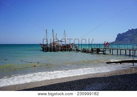 Koktebel, Crimea-june 27, 2015: Tourist Ships In An Old Romantic Style On The Pier Waiting For A Gro