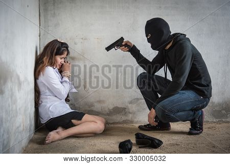 Robbery Man Is Using Gun Point Head Negotiating Negotiation With Hostage Kidnapping Women