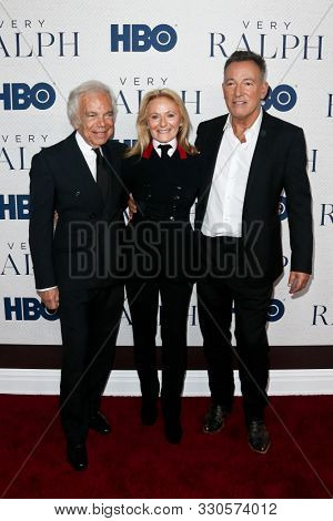 NEW YORK - OCT 23: (L-R) Ralph Lauren, Ricky Anne Loew-Beer and Bruce Springsteen attend HBO's