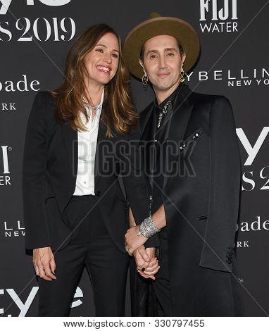 LOS ANGELES - OCT 21:  Jennifer Garner and Adir Abergel arrives for the 2019 InStyle Awards on October 21, 2019 in Los Angeles, CA
