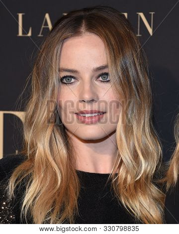 LOS ANGELES - OCT 14:  Margot Robbie arrives for the ELLE Women in Hollywood on October 14, 2019 in Westwood, CA