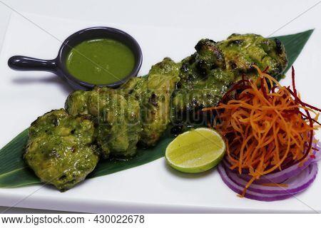 Green Chicken Tikka. Mint, Spinach And Yoghurt Marinated Spiced Tandoori Chicken, Indian Cuisine