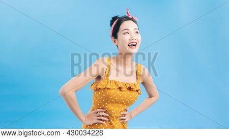Beautiful Woman In Retro Polka Dot Dress, Surprised And Admired By Something. Pin Up Girl Vintage.