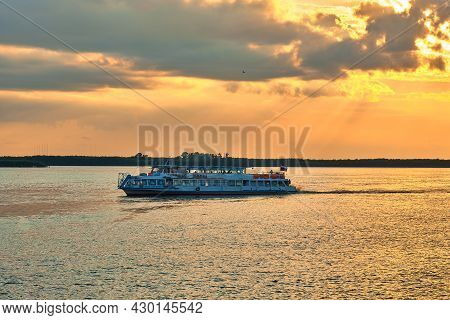 Khabarovsk, Russia - Jul 14, 2020: Sunset On The Embankment Of The Amur River In Khabarovsk. A Pleas