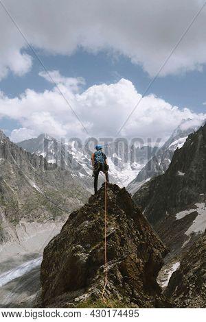 Rock climbing on Frete du Charmoz