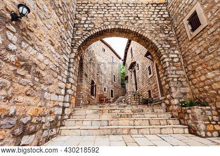 Local Houses In Ulcinj Old Town Or Stari Grad, An Ancient Castle And Neighborhood In Ulcinj, Montene