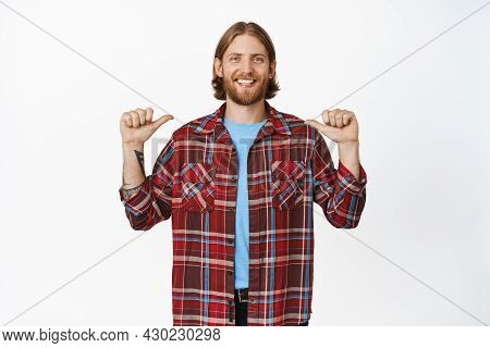 Image Of Handsome Happy Blond Guy With Beard, Smiling And Pointing At Himself, Self-promoting, Bragg