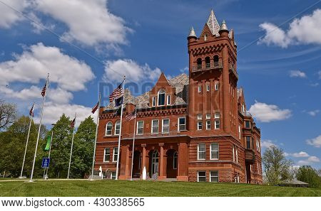 Wayne, Nebraska, May, 11, 2021: The Beautiful  Richardsonian Romanesque Style Courthouse Of Wayne, C