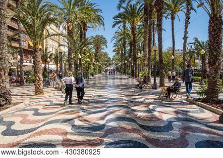 Alicante, Spain. March 2016: People Walking And Resting In Paseo De La Explanada In Alicante.