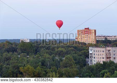 Nizhny Novgorod, Russia, 08.19.2021. Balloons In The Sky Over The City, Nizhny Novgorod 800. Aerosta