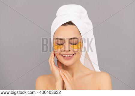 Oil-free Shine. Skincare. Facial Collagen Cosmetic. Moisturizing Skin. Cosmetology.