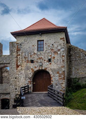 Rabsztyn, Poland - August 2, 2021: Entrance Gate Of A 14th Century Stronghold, Part Of A System Of C