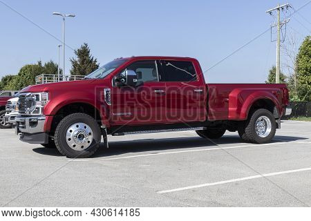 Kokomo - Circa August 2021: Ford F-450 Display At A Dealership. The Ford F450 Is Available In Xl, Xl