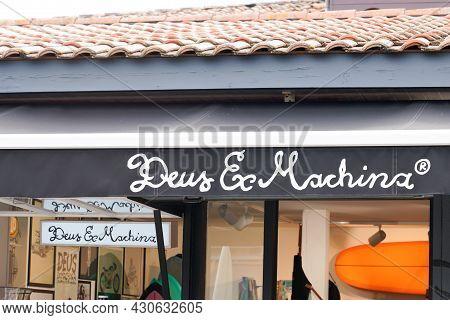 Bordeaux , Aquitaine France - 08 15 2021 : Deus Ex Machina Logo Text And Brand Sign On Facade Fashio