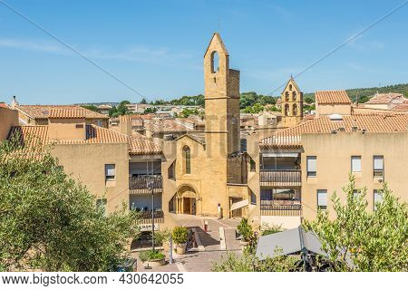 Salon De Provence, France - June 26,2021 - View At The Old Town Of Salon-de-provence. Salon Is A Com