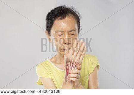 Old Asian Woman Feel Wrist Muscle Pain