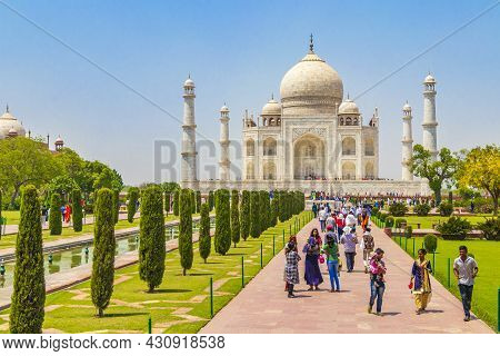 Uttar Pradesh India 10. Mai 2018 Taj Mahal In Agra India Mogul Marble Mausoleum And Panorama Of The