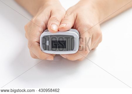 Close-up, Female Hands Hold The Digital Pulse Oximeter For Use With Measures The Patient's Pulse And