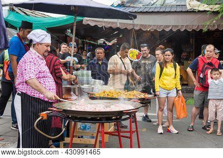 Bangkok,thailand - Nov 2,2019 : Various Type Of Foods Selling Around Chatuchak Weekend Market, Peopl
