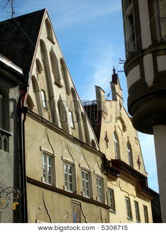 eine Straße der mittelalterlichen Stadt