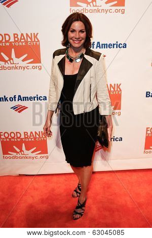 NEW YORK-APR 9: TV personality Countess LuAnn de Lesseps attends the Food Bank for New York City's Can Do Awards Dinner Gala at Cipriani Wall Street on April 9, 2014 in New York City.