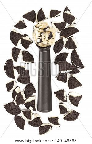 scoop of cookies and cream ice cream with chocolate cookie