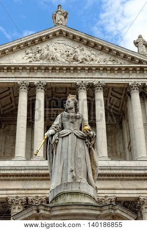 Queen Victoria Memorial Statue outside St. Paul Cathedral London England UK.