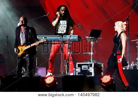 NEW YORK-SEPT 27: Singer Sting (L) performs with Gwen Stefani (R) of No Doubt at the 2014 Global Citizen Festival to end extreme poverty by 2030 in Central Park on September 27, 2014 in New York City.