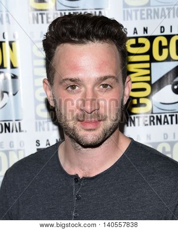 LOS ANGELES - JUL 22:  Eddie Kaye Thomas arrives to the Comic Con 2016 - CBS PhotoCall on July 22, 2016 in San Diego, CA
