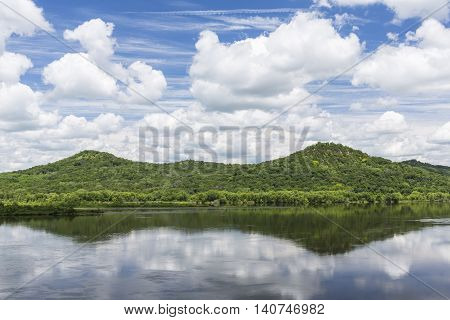A scenic view of the Mississippi River during the summer.