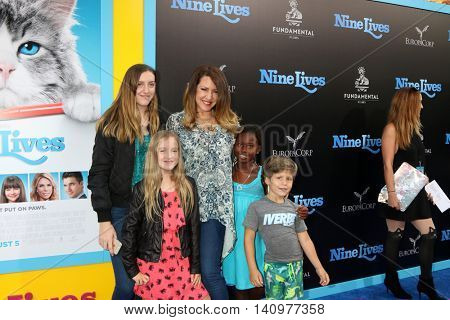 LOS ANGELES - AUG 1:  Joely Fisher, daughters, nephew at the