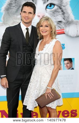 LOS ANGELES - AUG 1:  Robbie Amell, Jennifer Amell at the