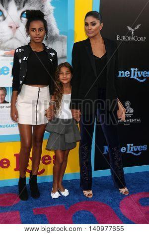 LOS ANGELES - AUG 1:  Ava Dash, Tallulah Dash, Rachel Roy at the